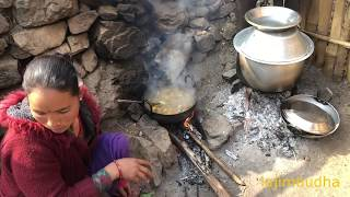 eating with village people || village food || village life || yum yum || delicious
