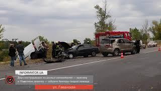 В Днепре лоб в лоб столкнулись Renault и Toyota: от удара подросток вылетел из машины