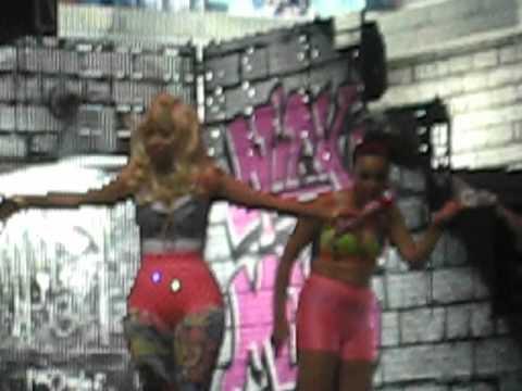 [Photos & Footage] Nicki Minaj Hits Amsterdam With Studded ...