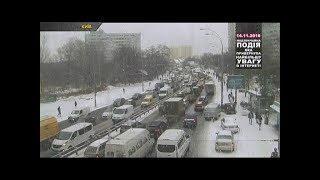 300 ДТП за день: у Києві снігопад спричинив дорожній колапс