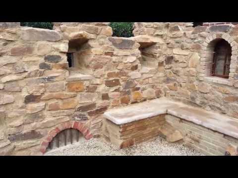 Gartenmauer mit dem Charme einer Ruine