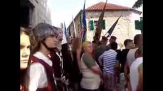 preview picture of video 'Povijesna postrojbaVitezovi kralja Zvonimira Knin Dan pobjede'