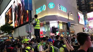 HK protesters barricading Hennessy Road