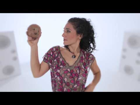 """Pega no Coco"" Badi Assad, Amor e outras manias crônicas/ Between Love & Luck"