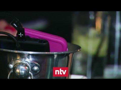 Wenn das Smartphone im Eiskübel landet | n-tv