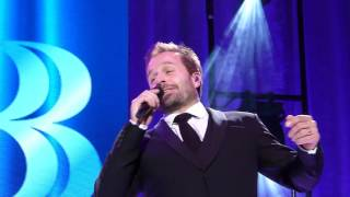 "Alfie Boe ""Ain't That a Kick in the Head"" Leicester 16.11.16 HD"