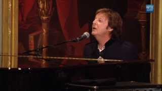 """Paul McCartney Performs """"Hey Jude"""" 