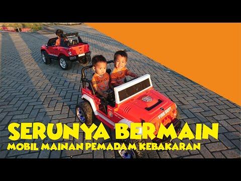 SERUNYA Dua Balita Berani Bermain Mobil Mainan Pemadam Kebakaran | Ternyata Asyik dan Menyenangkan