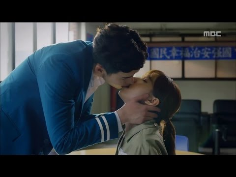 w  ep 07 lee jong suk     han hyo joo  handcuff kiss   20160810