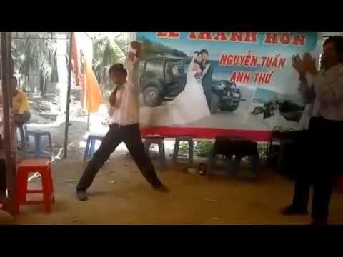 Chú rể nhảy điên cuồng trong đám cưới