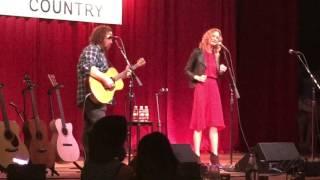 "Jennifer Nettles Performs NEW SONG ""Unlove You"""