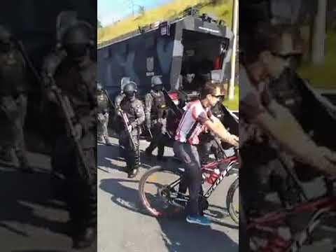 Tropa de Choque se Rende a população na Via Anchieta em São Paulo