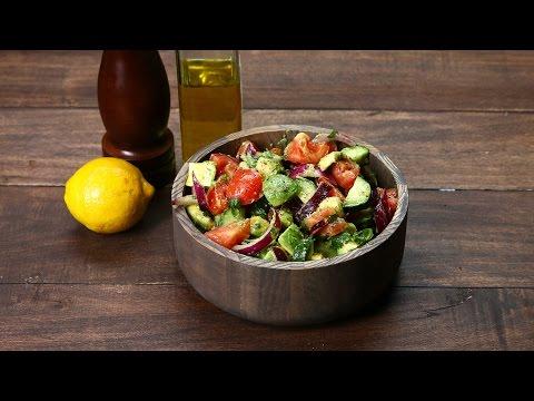 Agurkų, pomidorų ir avokado salotos