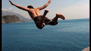 Смотреть онлайн Неимоверные прыжки в воду со скал. Клифф-дайвинг