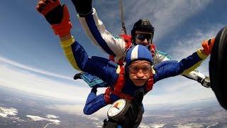 На что готов мужик ради 300 руб / Андрюха прыгнул с парашютом