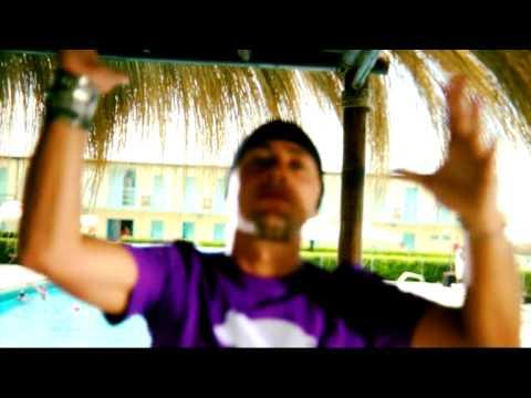 Preview video E VADO AL MARE - MITCH & SQUALO