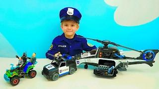 Полицейский набор Вертолёт и Машинки - Мальчик Полицейский Даник ловит грабителей. Детское видео