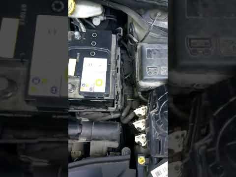 Как снять аккумулятор Peugeot 2008