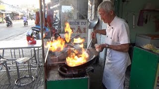 Đầu bếp 81 tuổi vẫn còn điệu nghệ như hồi đôi mươi / the old chef