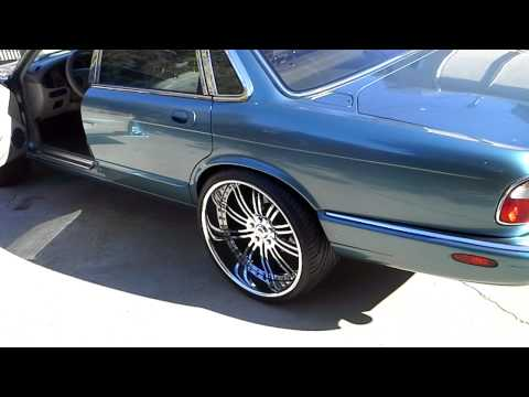 1999 jaguar XJ8 on staggered 22 inch asantis