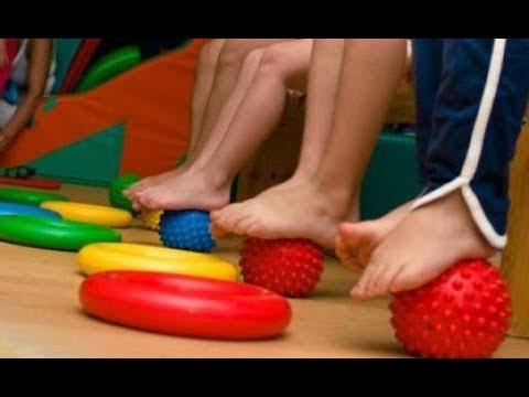 Die Zapfen auf den Fingern der Beine auf dem kleinen Finger