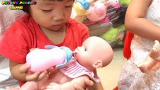 Game: bath and feed the baby milk, baby toy | funny video for kids - baby shop.