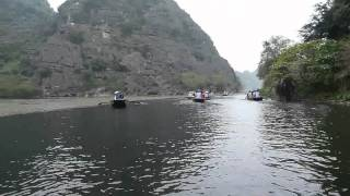 preview picture of video 'Vietnam Trang An Ninh Binh Tranan Dario Travels Quell Grotto'