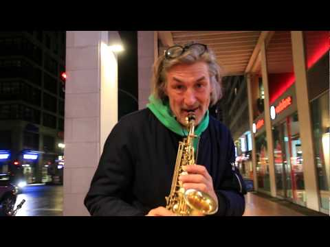 Coolest HAPPY Saxophone Trumpet streetmusic cover on the streets of Berlin