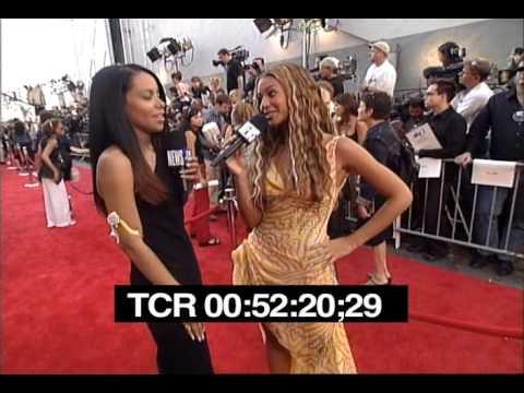 Aaliyah and Beyonce at the 2000 MTV Movie Awards