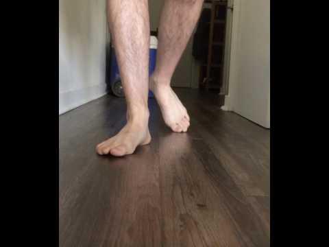 Es wächst und tut der Zapfen auf dem Bein beim Daumen weh