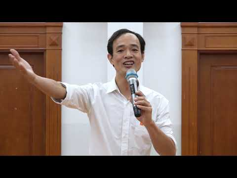 Các thầy giáo trường Tiểu học Quốc tế Thăng Long đọc thơ nhân ngày 20/10