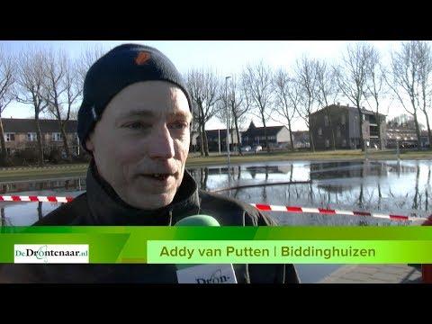VIDEO | Vrijwilligers zijn druk met ijsbaantje in centrum van Biddinghuizen
