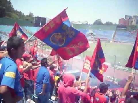 """""""Rojo  desde la cuna"""" Barra: La Banda del Rojo • Club: Municipal"""