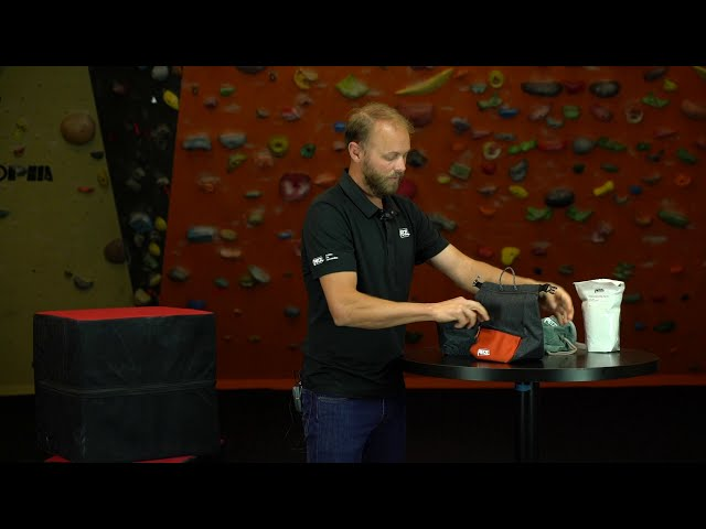 Видео Мешочек для магнезии Petzl SAKAB