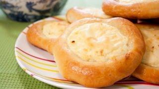 Смотреть онлайн Вкуснейшие ватрушки с творогом: рецепт приготовления