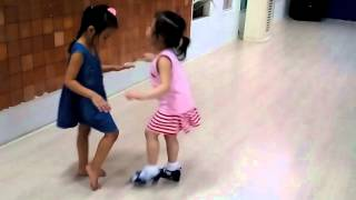 Bé 3 tuổi nhảy chachacha rất sung - Lớp Thầy Lê Ảnh