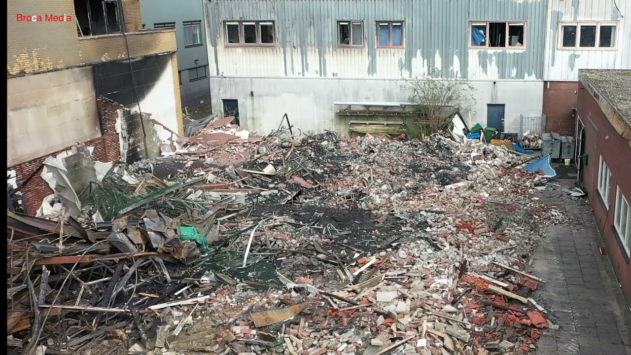 Broca Media. Volendam – Grote brand verwoest bedrijfspand dakdekker.