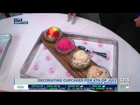 Decorating cupcakes for the 4th of July