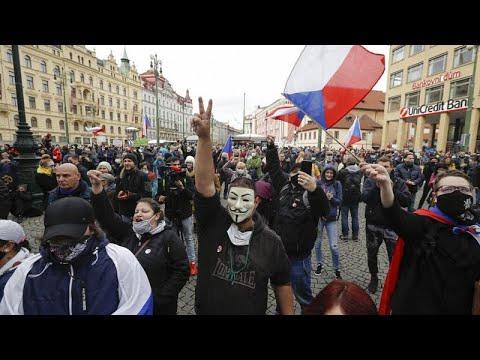 COVID-19: «Όχι στο χάος της καραντίνας» φωνάζουν οι διαδηλωτές στην Τσεχία…