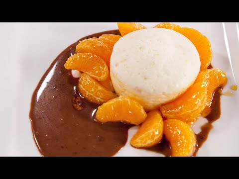 Quarksoufflé mit Mandarinen und Nougatsoße