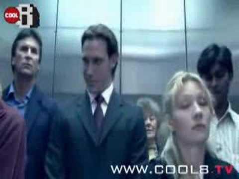 那個電梯門實在讓我笑壞了!!