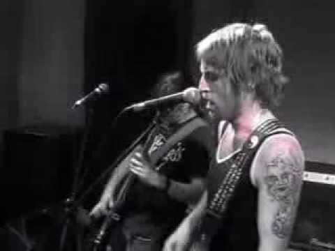 THE INSTINCTS - Stain On Her Sleeve (Live 2012)