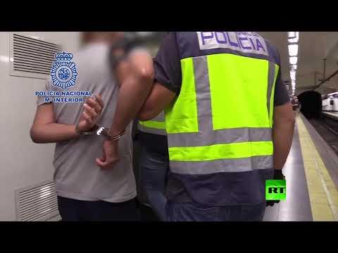 العرب اليوم - شاهد: لحظة القبض على رجل يصوِّر أسفل تنانير النساء سرًا في مترو مدريد