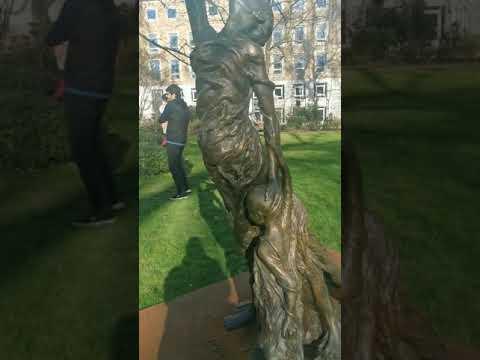 Памятник жертвам домашнего насилия. Лондон