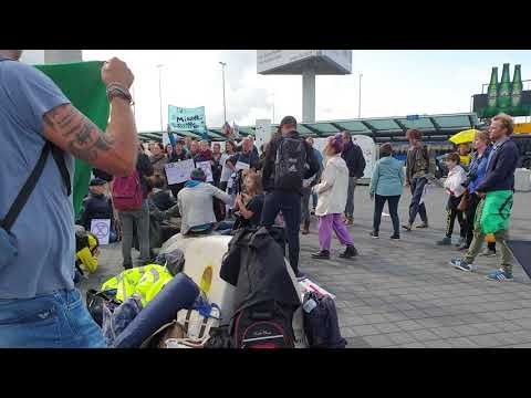 Extinction rebellion at Schiphol Singing people gonna rise like the water