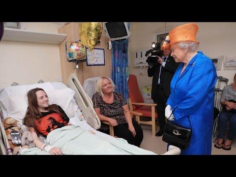 Queen Elizabeth visits wounded at hospital