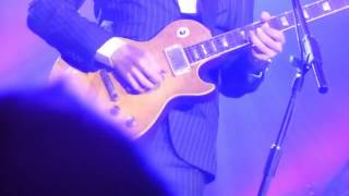 """Bonamassa borrows """"Greeny"""" Les Paul at RAH to play Midnight Blues"""