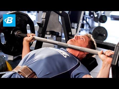 Le lever de la barre sur le banc incliné de 30 degrés quels muscles