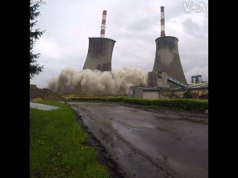 Phá hủy tháp giải nhiệt ở Ba Lan (VOA)