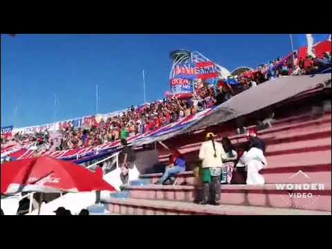 """Lokura kapitalina 22 💙❤️la más fiel"" Barra: Lokura Kapitalina 22 • Club: Universitario de Sucre"